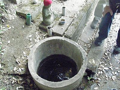 湧水のある冷水大師
